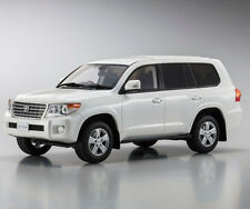 Toyota Land Cruiser AX G Selection White 1:18 Kyosho KSR18008W