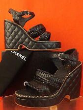 15P NIB CHANEL BLACK QUILTED LEATHER CC LOGO CHAIN WEDGE WEAVE SANDALS 42 $1550