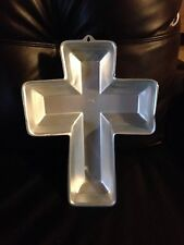 Wilton 3D Cross Cake Pan Christmas Easter Communion Baptism Confirmation Beveled