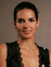 Angie Harmon UNSIGNED photo - H677 - STUNNING!!!!!