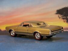 1967 67 OLDSMOBILE CUTLASS 442 COLLECTIBLE MODEL 1/64 SCALE  DIECAST / DIORAMA