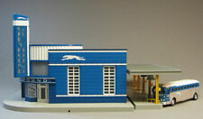 MTH GREYHOUND BUS STATION & BUS train building scenery platform O GAUGE 30-9040