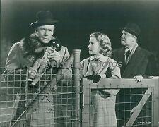 1956 23 Paces to Baker Street Original Press Photo Van Johnson Vera Miles