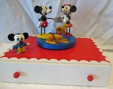 RARE VINTAGE WOOD MICKEY & MINNIE MOUSE & PLUTO MUSIC SPINNING JEWELRY BOX JAPAN