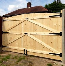 WOODEN DRIVEWAY GATES 6FT HIGH 6FT 6' WIDE (TOTAL) FREE HEAVY DUTY HINGES & LOCK