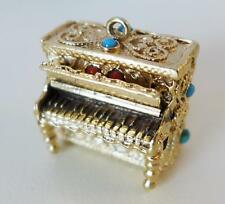VINTAGE 14KT PIANO CHARM W/ COLIBRI SWISS MADE BREV+DEP WIND UP MUSIC BOX INSIDE