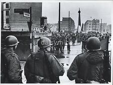 US Army & East German Military Berlin Wall Germany 1961 7x5 Inch Reprint Photo