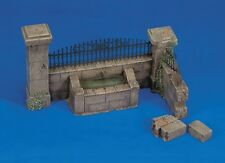 Royal Model 1:35 Wall With Fountain - Plaster Diorama Model Kit #009