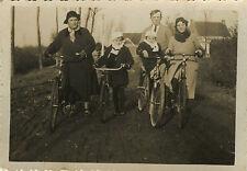 PHOTO ANCIENNE - VINTAGE SNAPSHOT - BICYCLETTE VÉLO FAMILLE ENFANT DRÔLE - BIKE