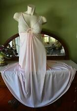 """GORGEOUS! Vtg 70s Petal Pink Keyhole Lace Bodice Full 120"""" Sweep Nightgown! M"""