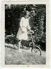 PHOTO ANCIENNE - ENFANT TROTTINETTE VÉLO - CHILD BIKE - Vintage Snapshot