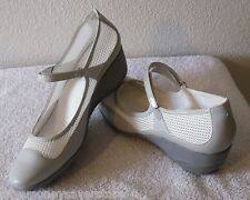 NEW Rockport K56222 Adiprene by Adidas Womens Wedge Shoes 10 White/Grey MSRP$80
