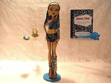 Monster High Nefera De Nile first issue ( Displayed only doll ) mint condition!