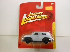 Johnny Lightning 1950 Chevy Panel Delivery Van White (Die-cast-1:64 Scale)