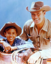 THE RIFLEMAN CHUCK CONNORS 8X10 PHOTO