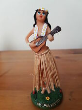 WV DASHBOARD HULA GIRL MINI WOBBLY TRADITIONAL HAWAIIAN GIRL WITH UKULELE