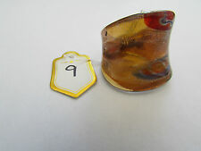 A AMBER,GOLD & SILVER MILLIFIORE/MURANO STYLE GLASS RING. SIZE M. (9)