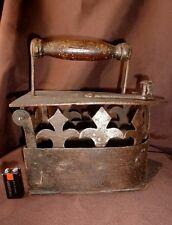 Rare Ancien Gros Fer à Braises pour Repasser XVIII eme Fleur de Lys Royaliste