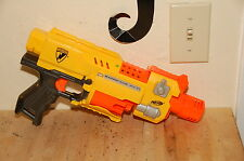 NERF Barricade RV-10 gun works well yellow orange