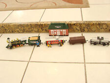 Battery Operated Train Union Pacific 5 piece Sun Mate Figures  station no track