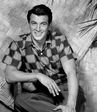 Rock Hudson UNSIGNED photo - B2182 - SEXY!!!!