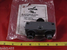 Cooper 5000111-554 D Net Y adapter 5 Pole Female/Male/Female Long 300V 8A New