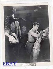 Stanley Kramer directs Robert Mitchum barechested VINTAGE Photo Frank Sinatara