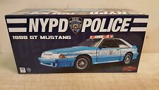 GMP 1:18  1988 FORD MUSTANG GT - NYPD  -  CASE NEW