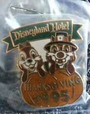 Pin, Disney CHIP & DALE AS PILGRAMS Disneyland Hotel Thanksgiving 1995 Cast Rare