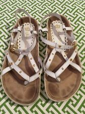 Juicy Couture White Leather Gladiator Sandal ~ Gold Crown & Stud Detail Sz 6 EUC