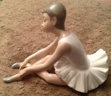 Nao by lladro figurine chaussons ballerines fille assise