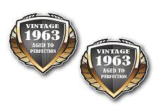 2 PC SCUDO datato 1963 VINTAGE Aged A Perfezione VINILE Biker Casco Auto Adesivo