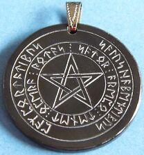 Magisches Hexenamulett mit Runen
