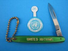 "VINTAGE ""UNITED NATIONS POCKET KNIFE JAPAN Made & GUIDED TOUR PINBACK BUTTON"""
