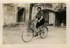 PHOTO ANCIENNE - VINTAGE SNAPSHOT - VÉLO BICYCLETTE FEMME - BIKE BICYCLE WOMAN
