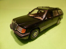MINICHAMPS 3300 MERCEDES BENZ 300 TD TURBO KOMBI- 1:43 - RARE SELTEN - EXCELLENT