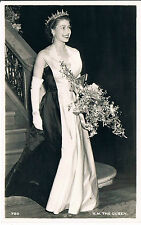 POSTCARD A YOUNG HM QUEEN ELIZABETH II WITH TIARA AND BOUQUET C1955 RP