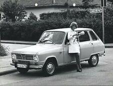 Renault 6 originale 1970 marché allemand press photo voiture avec jolie fille