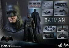 Hot Toys Batman v Superman: Dawn of Justice 1/6 scale Batman Figure W Tech Cowl