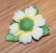 Vintage Unbranded Yellow White & Green Daisy Flower Bone China Brooch / Pin!