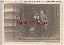(F11142) Orig. Foto Köln, Werhmacht-Soldat Willi Bager mit Frau vor dem Standesa