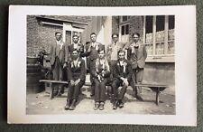 CPA. Carte Postale Photographique. Jeunes Conscrits ? Cocardes. Petit Chien.