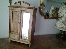 ancienne armoire de poupée  à restaurer