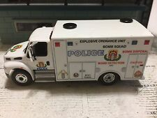 GREEN LIGHT 1:64 POLICE BOMB SQUAD, DETECTION , DISPOSAL DURASTAR CUSTOM UNIT
