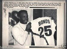 Barry Bonds 1993 Free Agent Giants Debut Jersey AP Laser Wire Photo with caption
