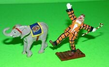 BRITAINS CIRCUS PARADE CLOWN & BABY ELEPHANT RARE COLOR VARIANT #08674. MINT.
