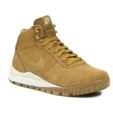 Nike Hoodland Suede Size 11 Haystack Wheat Sail Gum Sole Boots 654888-727