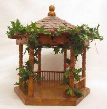PUPPEN PAVILLON Holz Garten Haus Puppenstube Holzhaus 28cm Gartenlaube Puppe alt