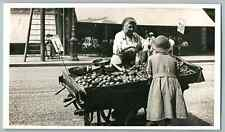 France, Paris, Marchande  Vintage silver print. Postcard paper  Tirage argenti