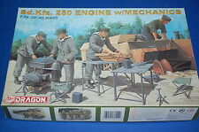 Dragon 6112 - Sd.Kfz.250 Engine w/Mechanics   scala 1/35